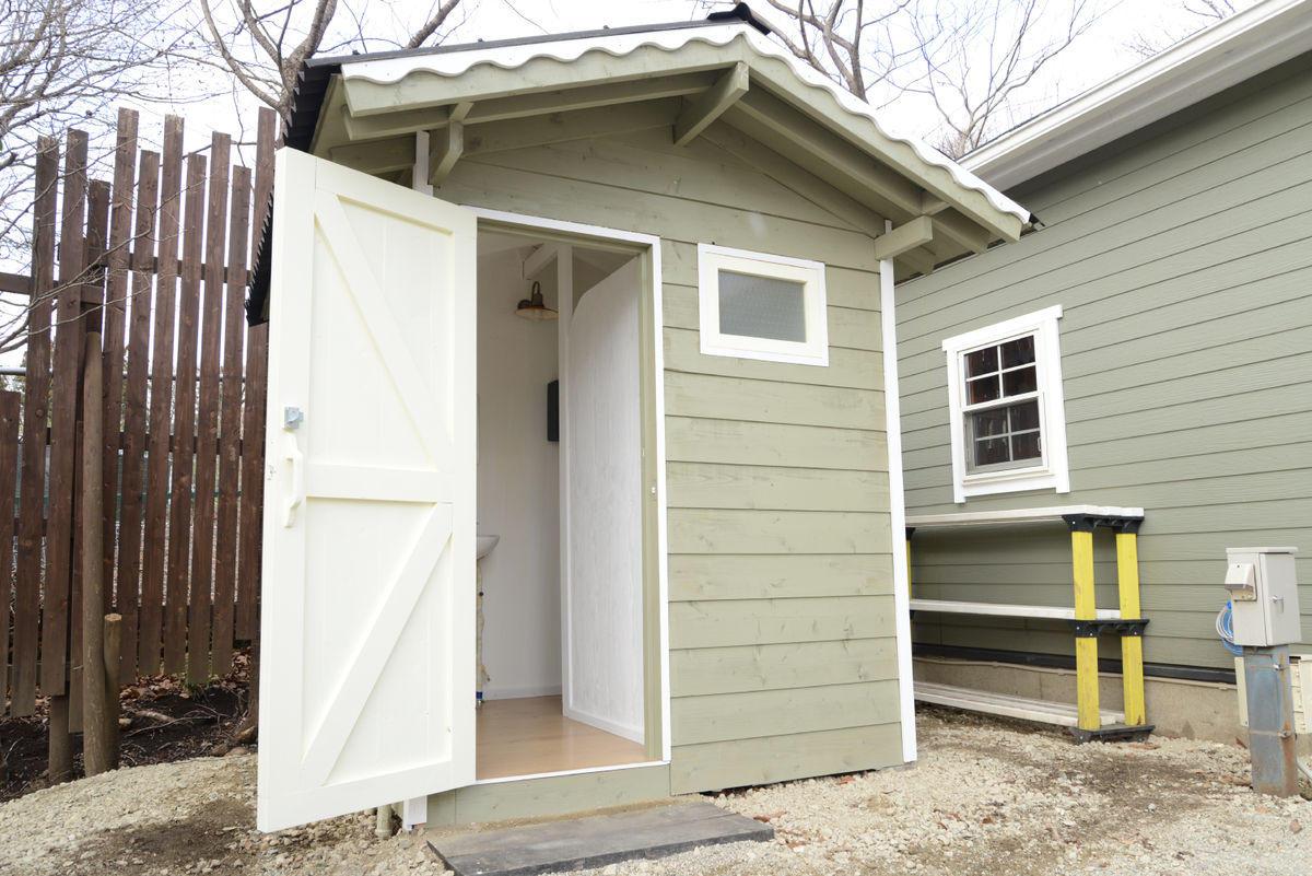 garage_toilet.jpg
