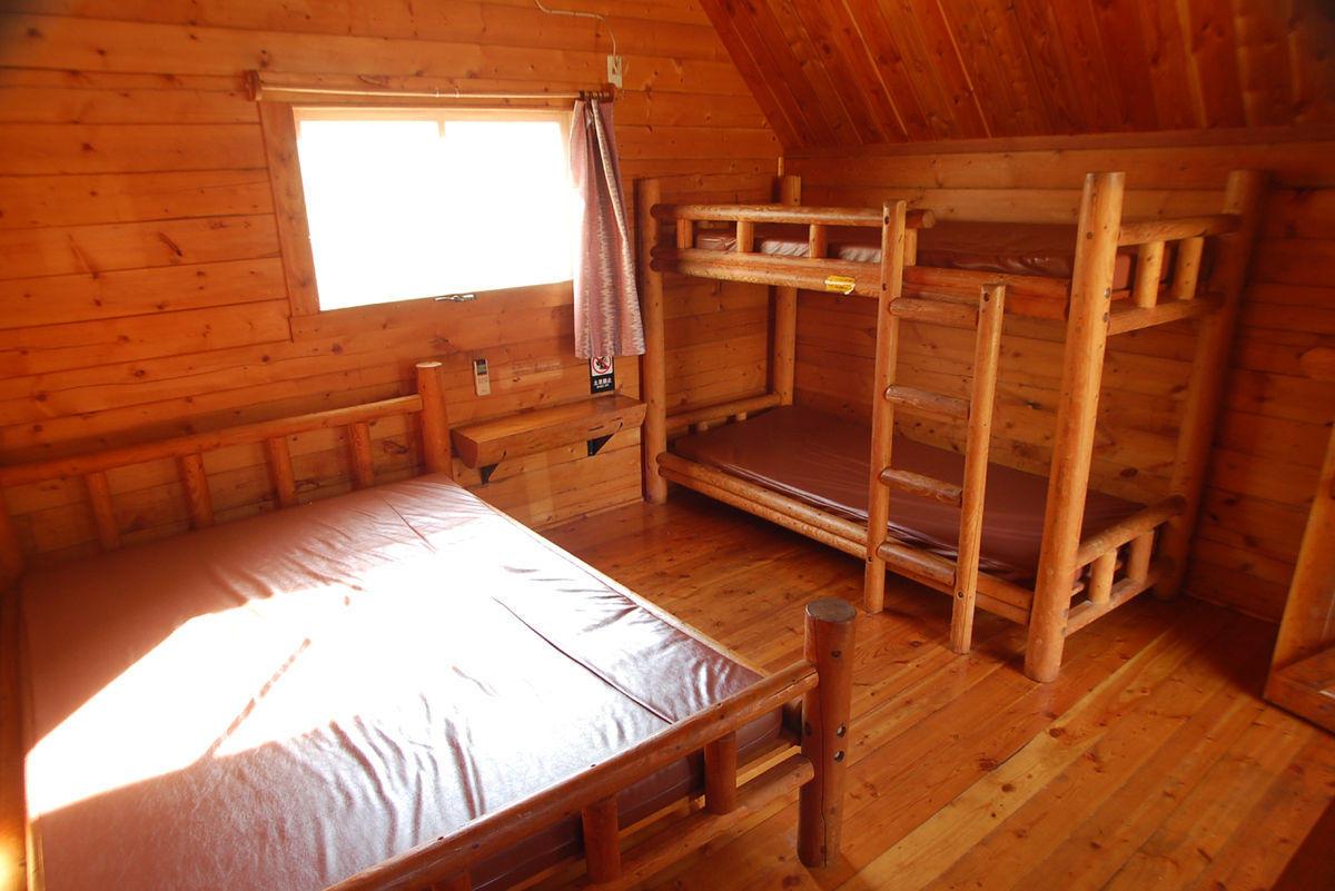 kr1_cabin.jpg