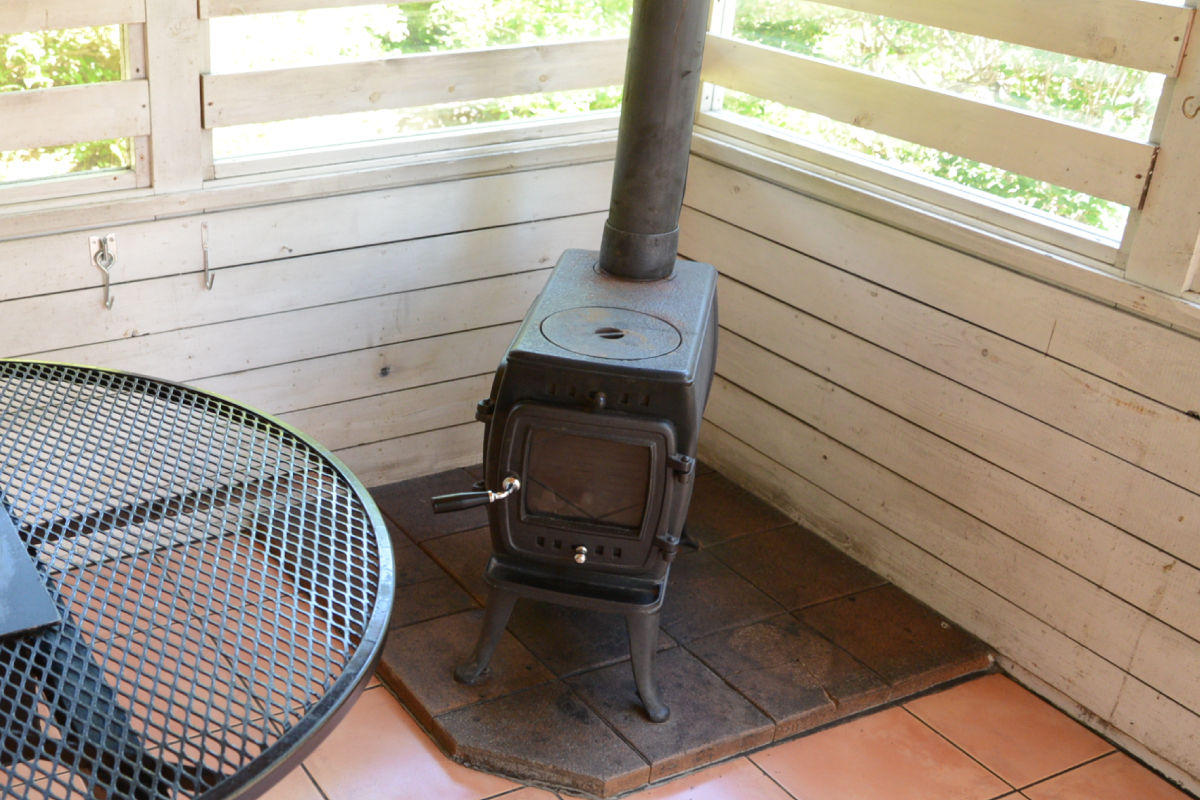 sunroom_stove.jpg